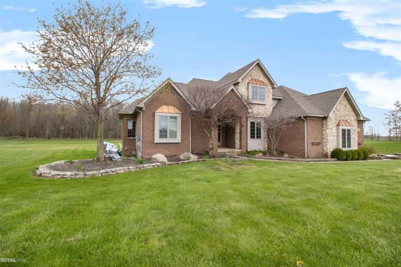 37513 Robert Dr, Richmond Twp, MI 48062