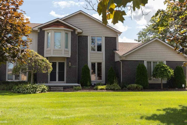 46704 Gulliver Dr, Shelby Twp, MI 48315