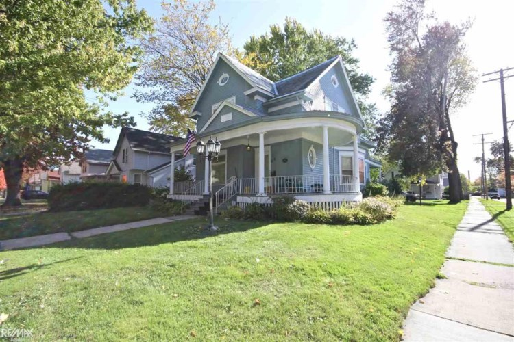69 Lincoln St, Mount Clemens, MI 48043