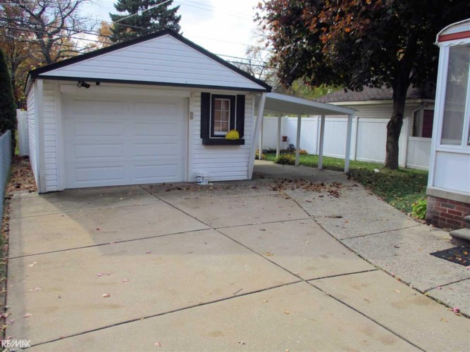 21724 Englehardt, Saint Clair Shores, MI 48080