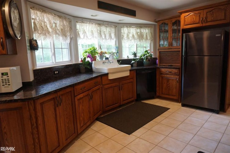 411 Thorn Ridge Trail, Ortonville, MI 48462