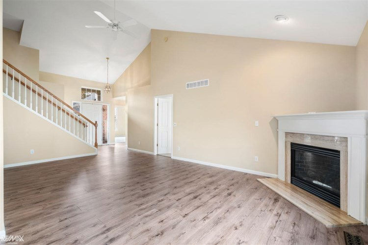 5669 Woodview Dr., Sterling Heights, MI 48314