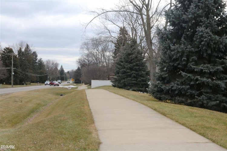 54795 Shelby Rd, Shelby Twp, MI 48316