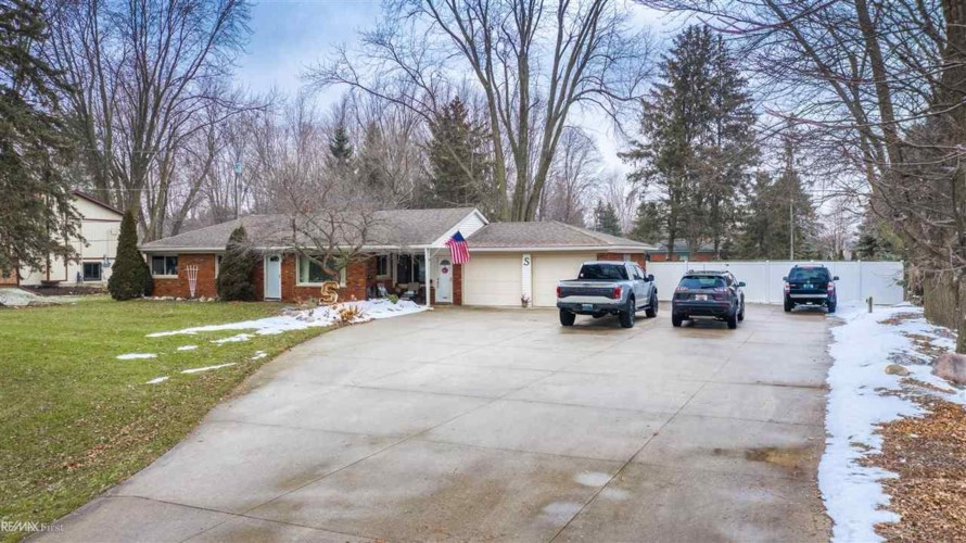 25033 22 Mile, Chesterfield, MI 48051