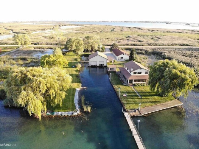 5840 Middle Channel Dr, Harsens Island, MI 48028