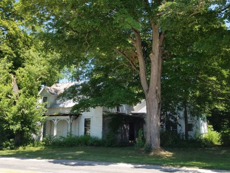 2934 E Armstrong Road, Leesburg, IN 46538