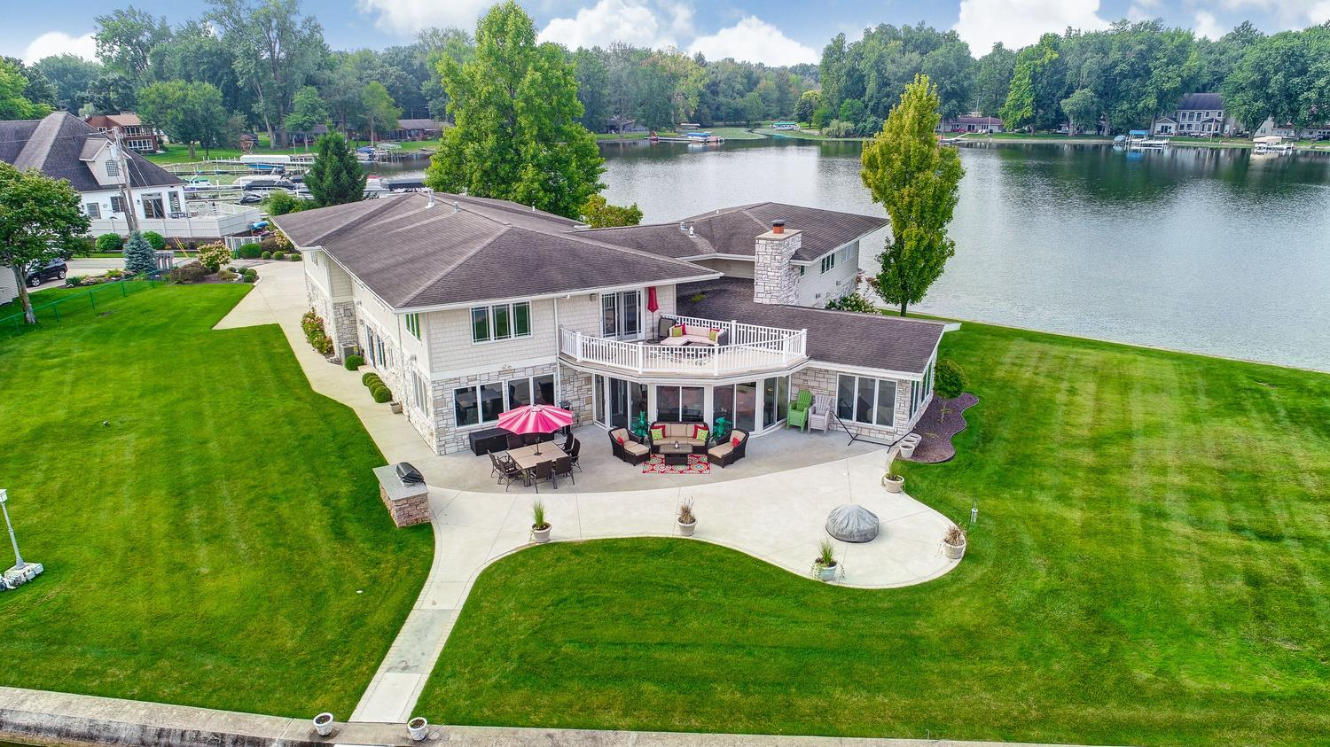 945 Country Club Lane, Warsaw, IN 46580