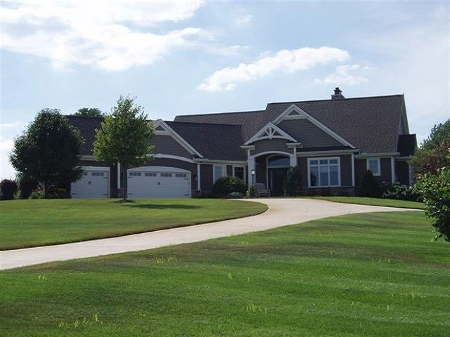 11339 Fishers Pond, Middlebury, IN 46540