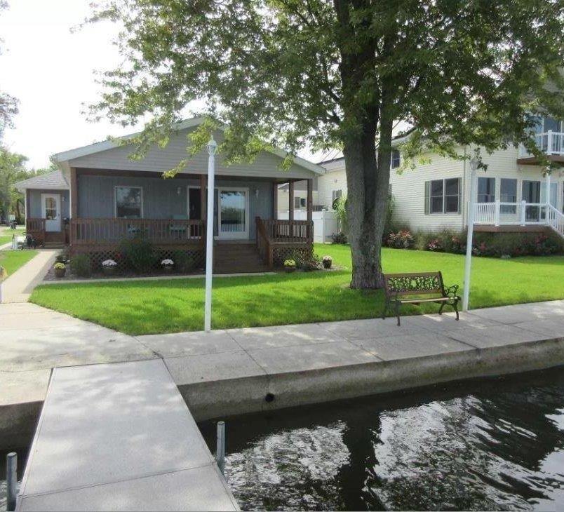 0108 W Waldron Lake Drive, Wawaka, IN 46794