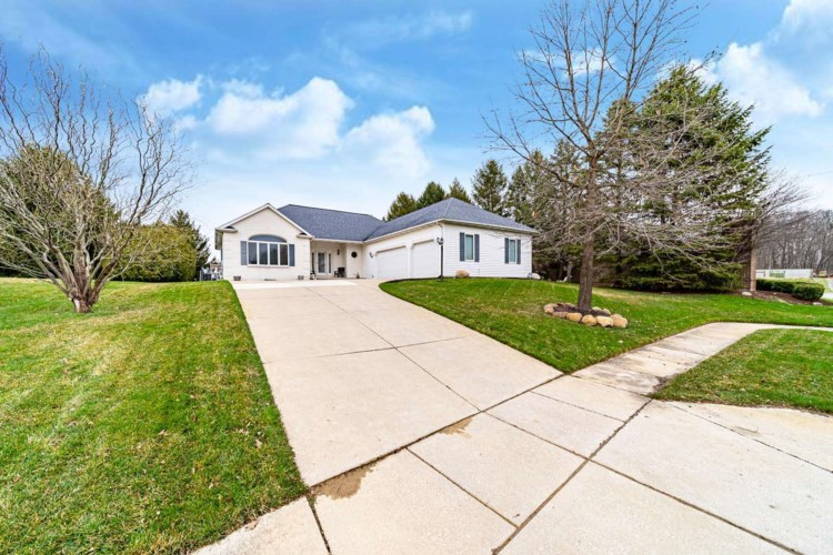 26011 Westwood Hills Drive, South Bend, IN 46628