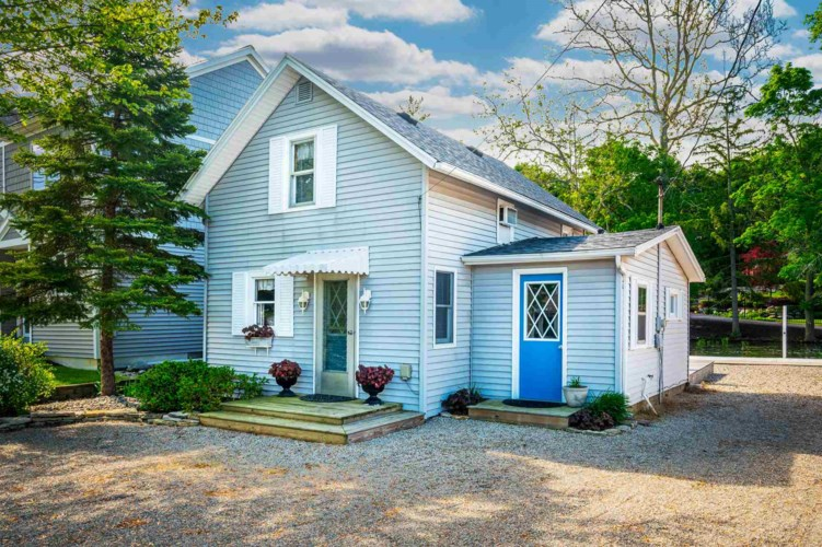 8817 E Crow Road, Syracuse, IN 46567