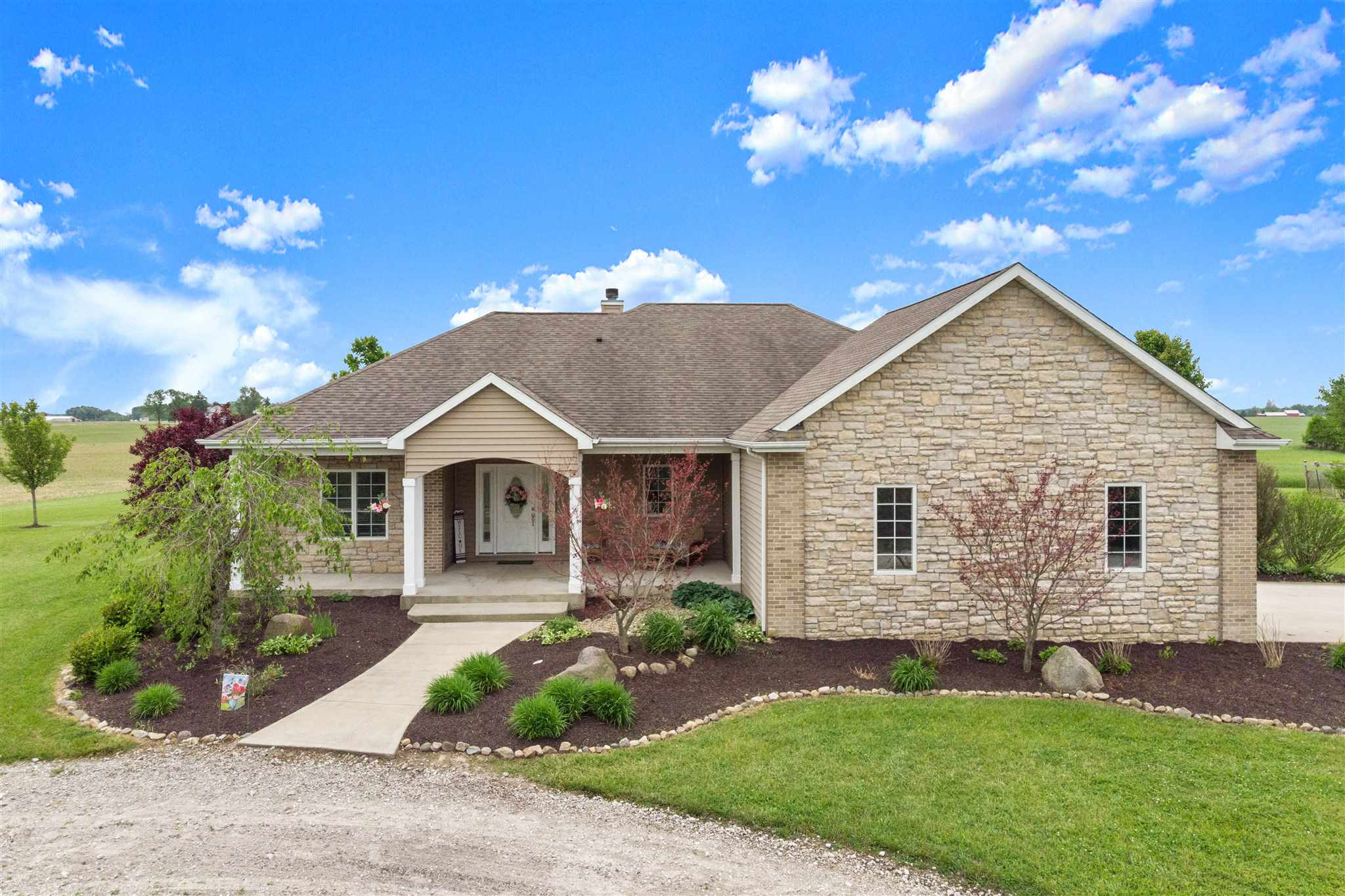 6818 E 700 South, Columbia City, IN 46725