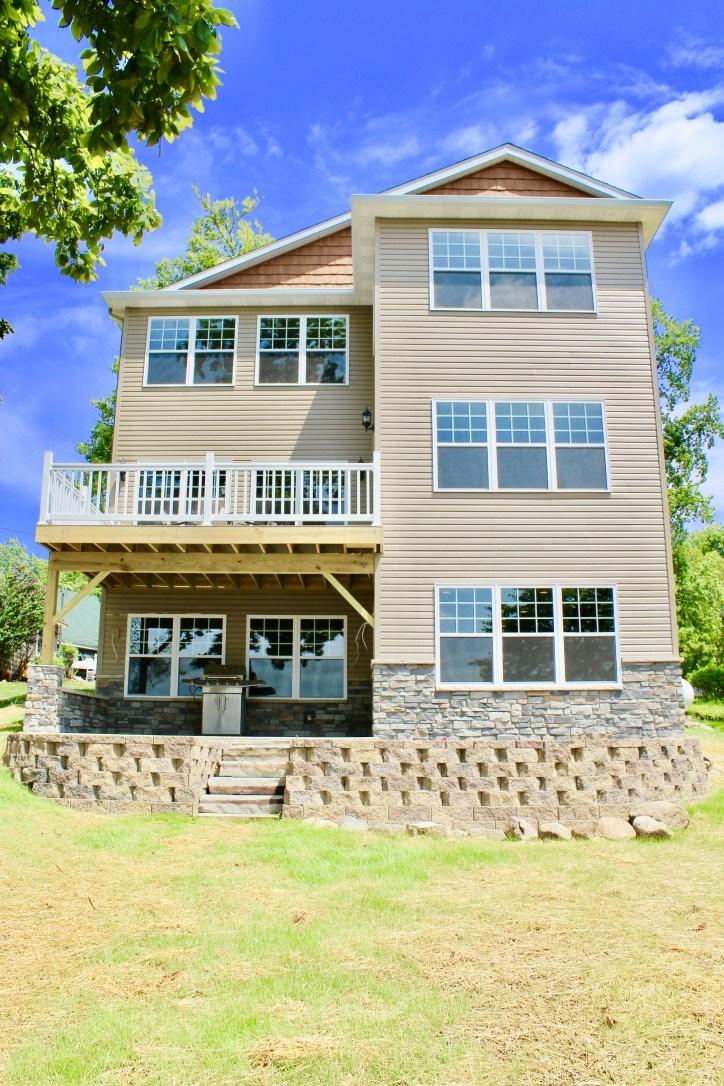 95 Lane 120 Hamilton Lake, Hamilton, IN 46742
