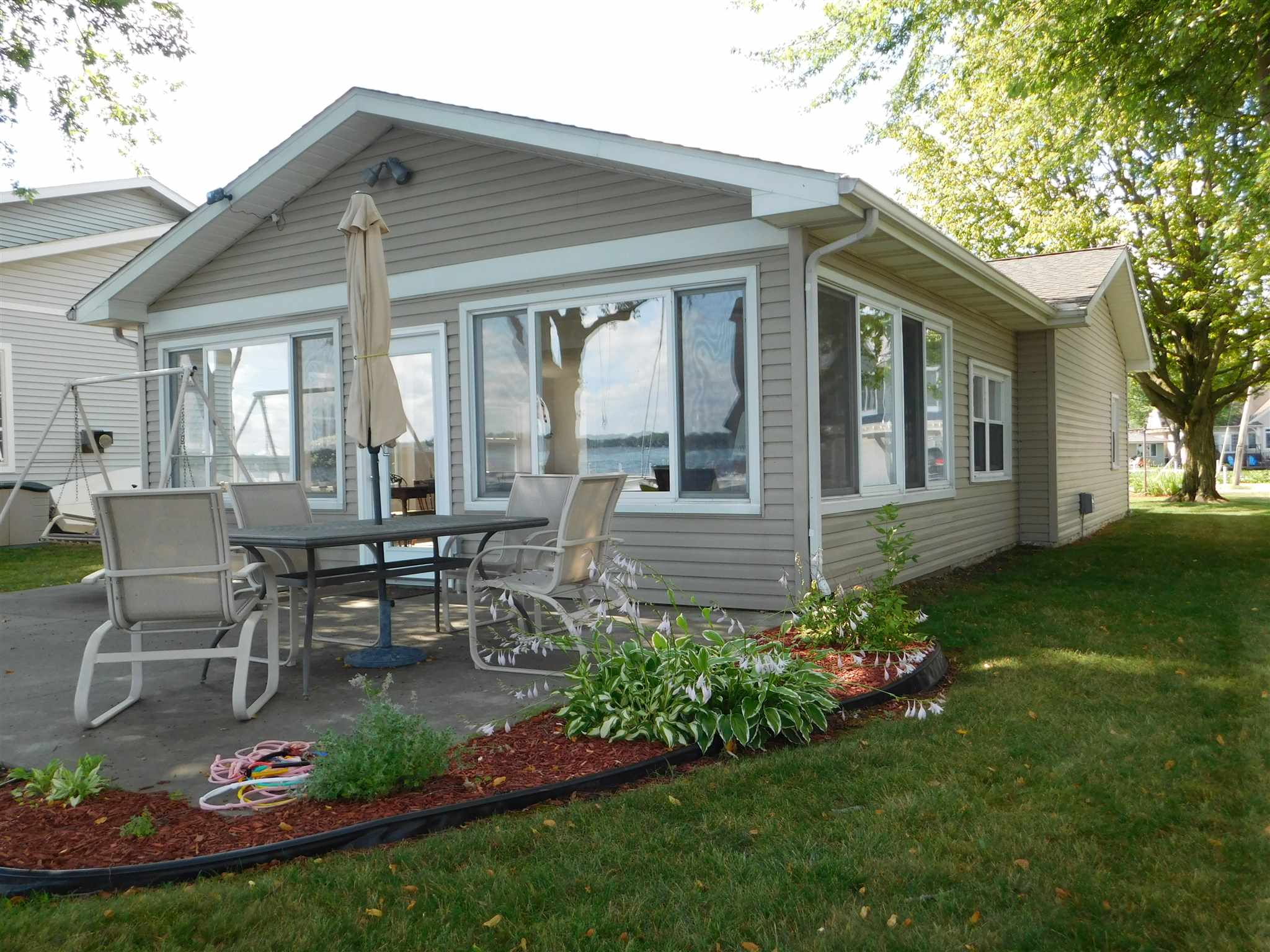 8304 E Highland View Drive, Syracuse, IN 46567
