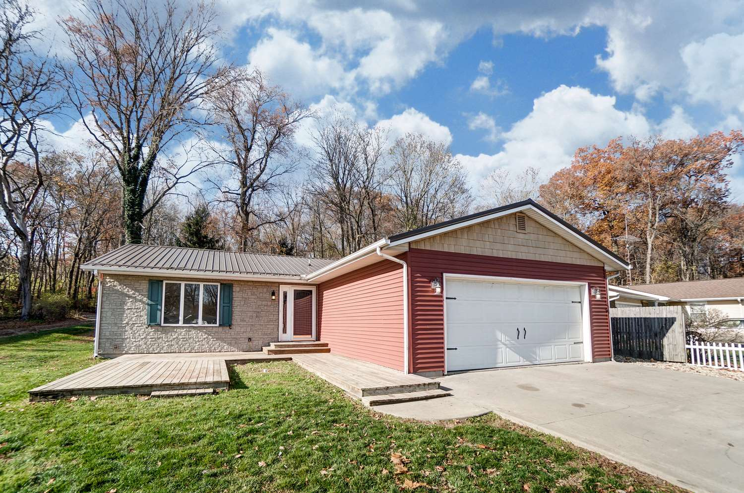 6907 E South Barbee Drive, Pierceton, IN 46562