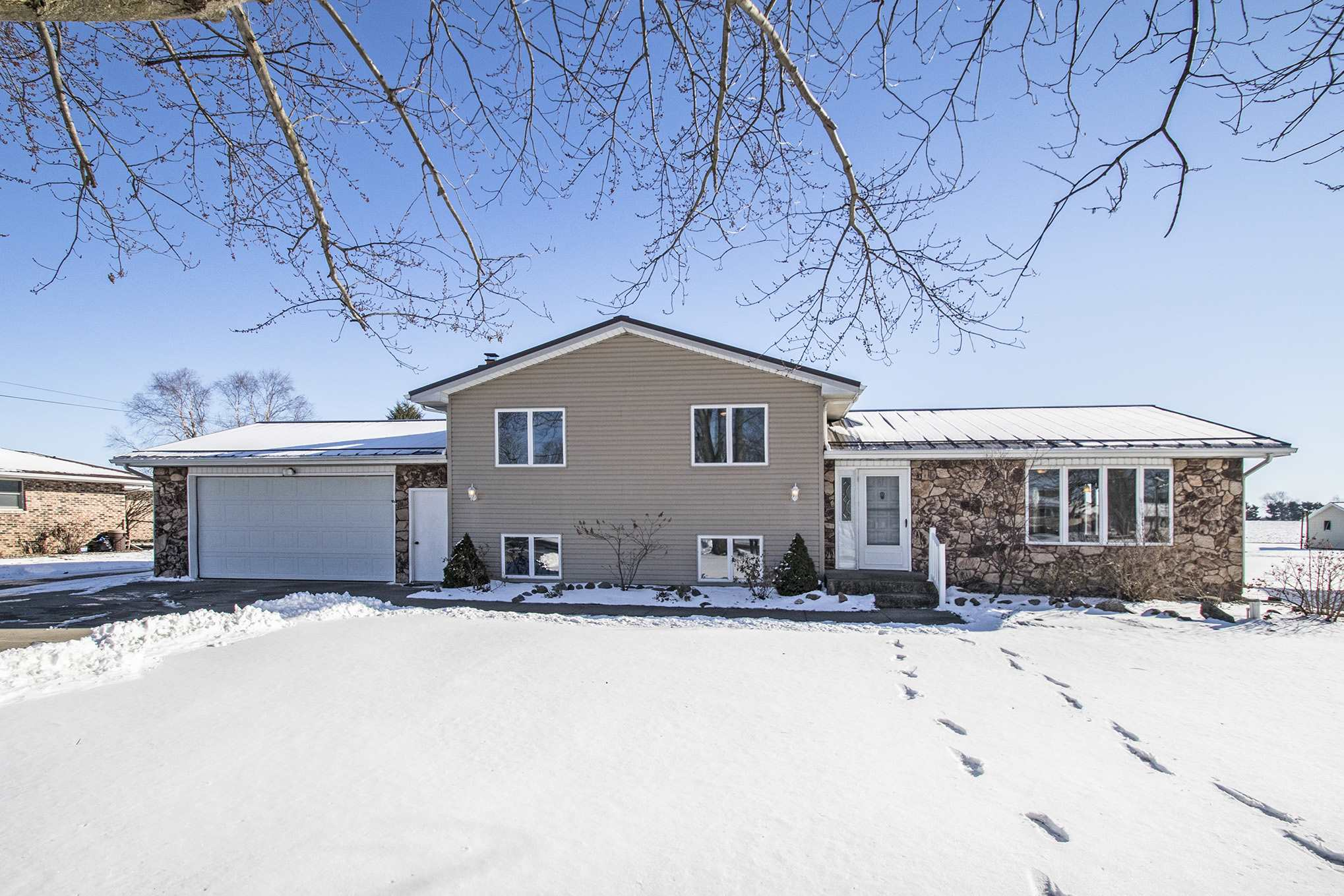 72172 County Road 9 Road, Nappanee, IN 46550