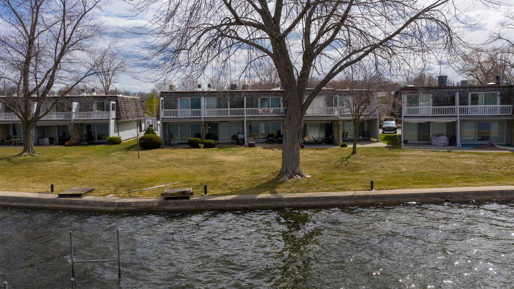 10095 N Turkey Creek Road, Syracuse, IN 46567