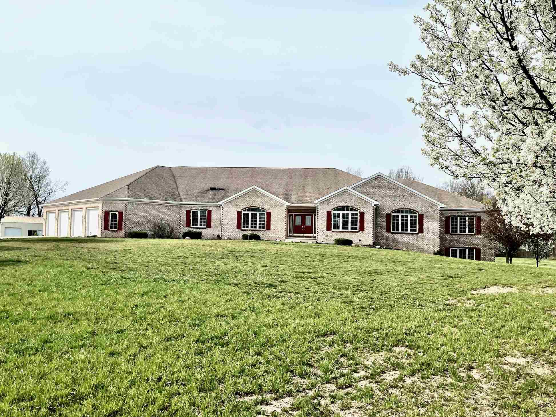 6004 Hollopeter Road, Leo, IN 46765