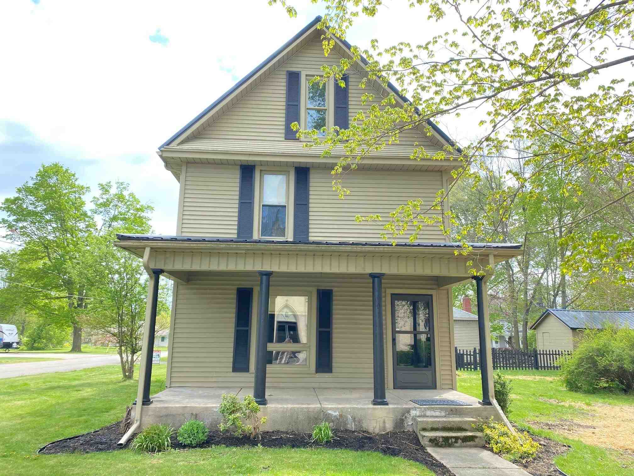 607 Fourth St, Howe, IN 46746