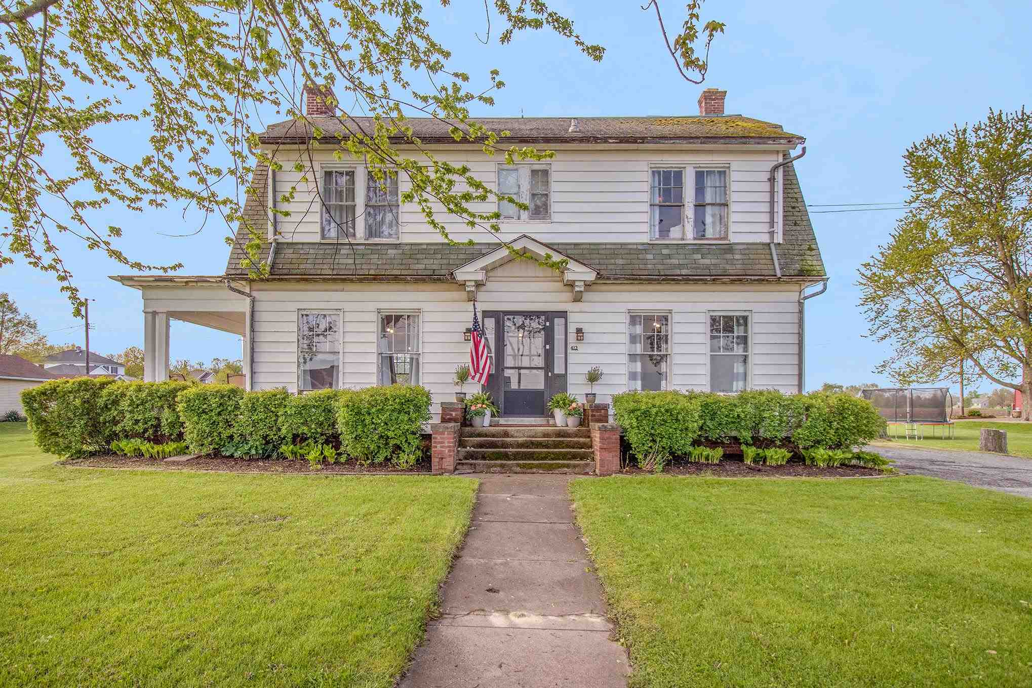 413 W Waterford Street, Wakarusa, IN 46573