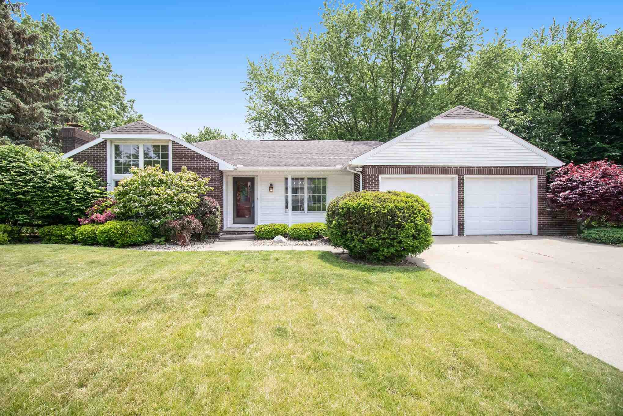 1057 Parkwood Drive, Nappanee, IN 46550