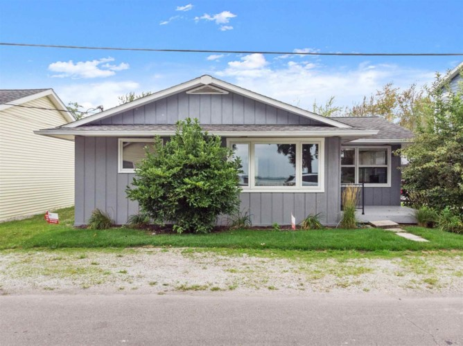 8267 E Highland View Drive, Syracuse, IN 46567