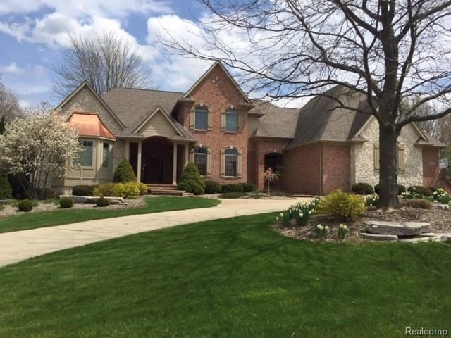 8425 GROVEMONT Court, Grand Blanc, MI 48439