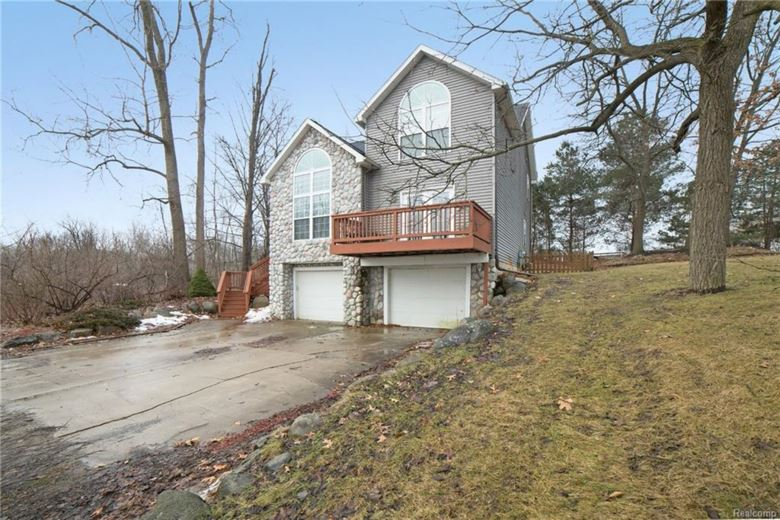 10121 WALNUT SHORES Drive, Fenton, MI 48430