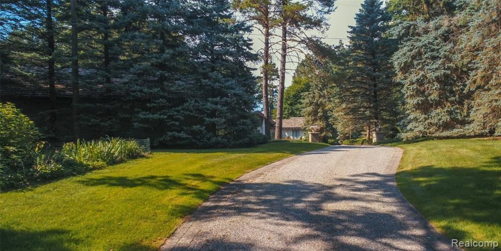 1515 ADDALEEN Road, Highland, MI 48357