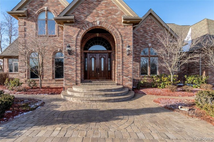 8260 PINE HOLLOW Trail, Grand Blanc, MI 48439