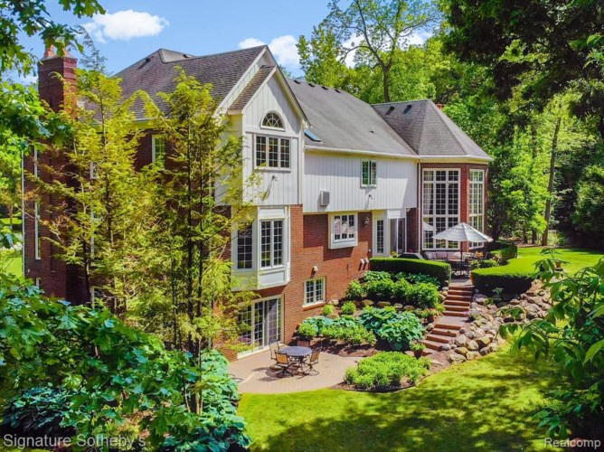 5853 CLEARVIEW Court, Troy, MI 48098