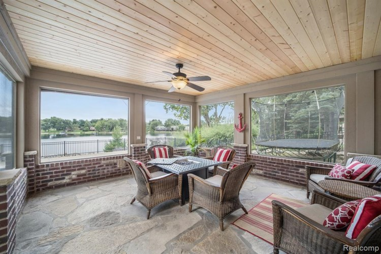 9168 SOFTWATER WOODS Drive, Clarkston, MI 48348
