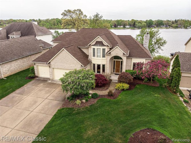 2067 CLIFFSIDE DR, Wixom, MI 48393