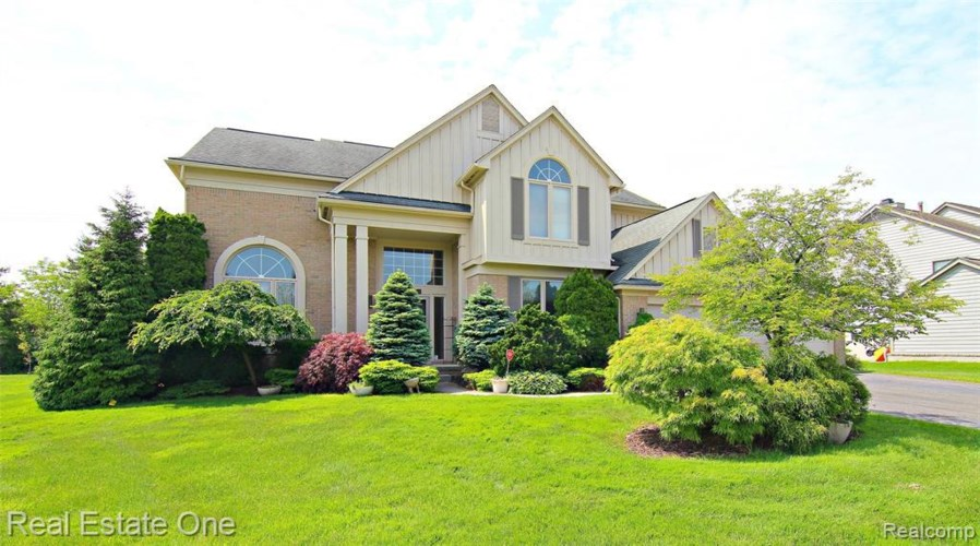 5069 VILLAGE COMMONS DR, West Bloomfield, MI 48322