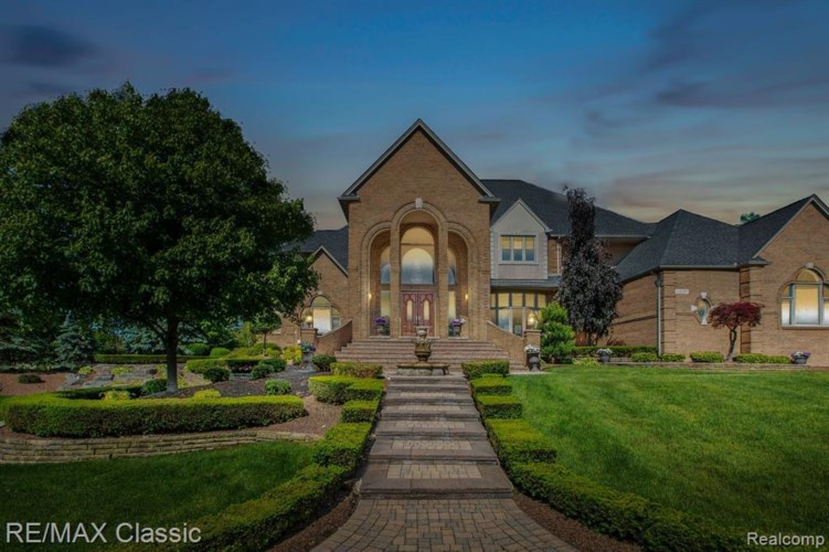 13055 MYSTIC FOREST DR, Plymouth, MI 48170