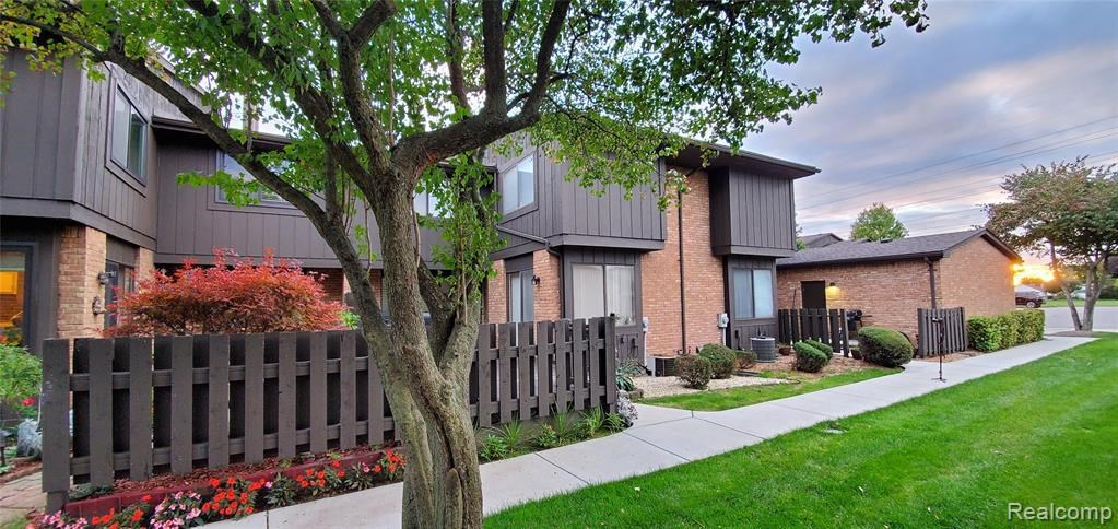 37432 CLUBHOUSE DR, Sterling Heights, MI 48312
