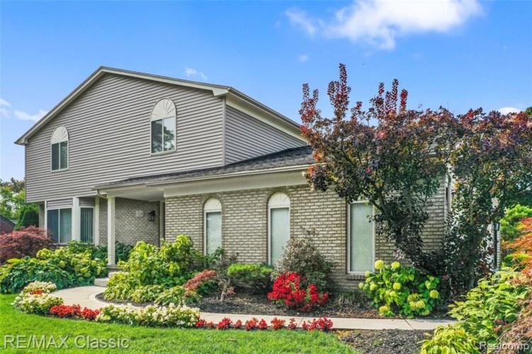 1526 WINTHROP RD, Bloomfield Hills, MI 48302
