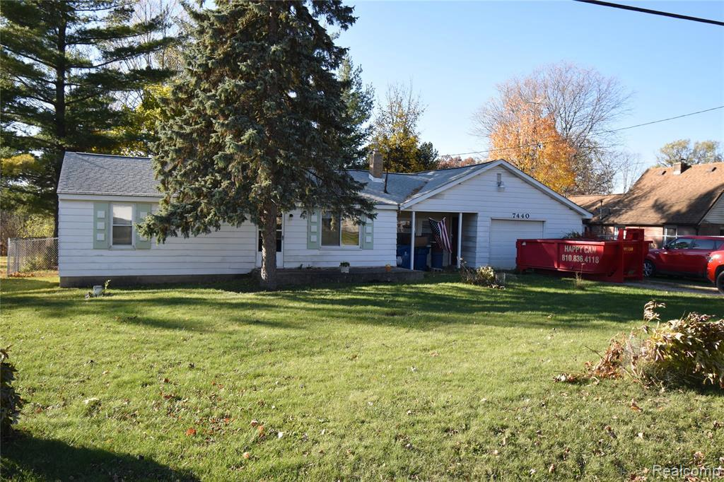 7440 LAWRENCE ST, Grand Blanc, MI 48439
