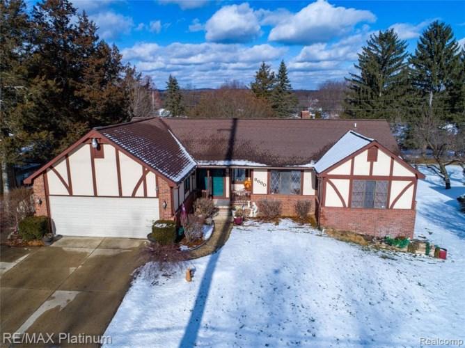 8690 ELIZABETH LAKE RD, White Lake, MI 48386