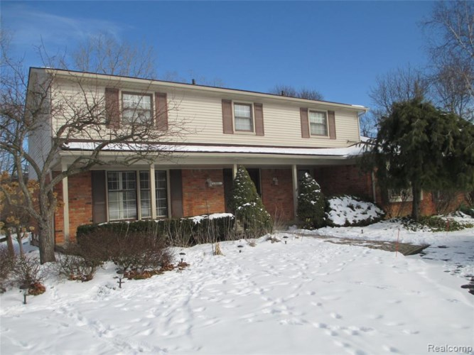 30966 CLUB HOUSE LN, Farmington Hills, MI 48334