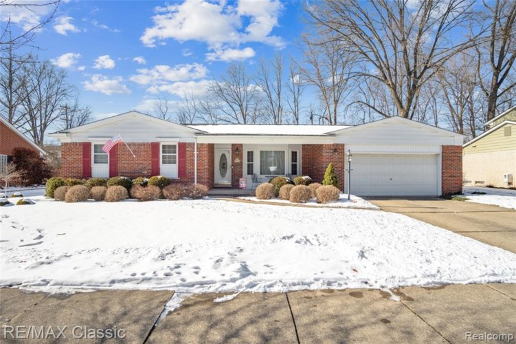 10575 BROOKWOOD DR, Plymouth, MI 48170