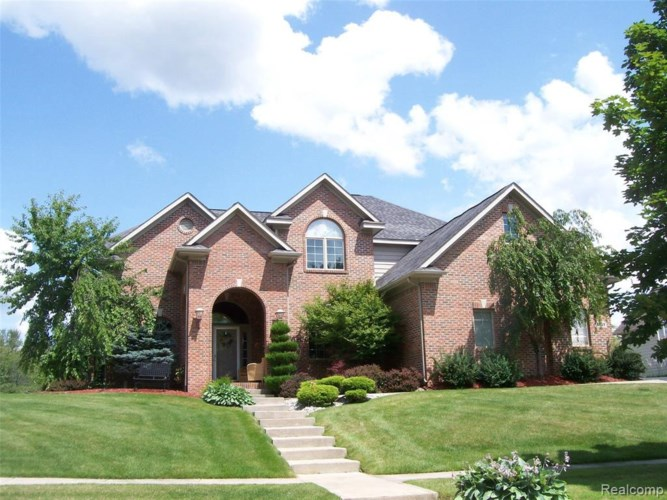 10169 GOLFSIDE DR, Grand Blanc, MI 48439