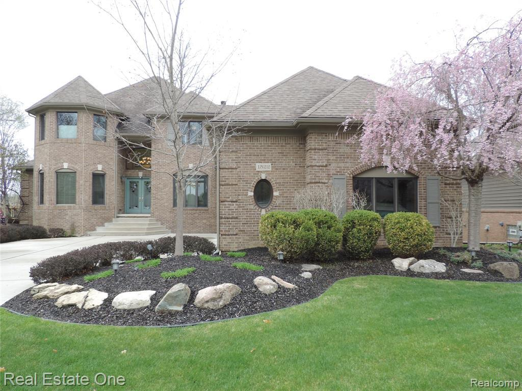 1522 FOREST BAY CT CRT, Wixom, MI 48393