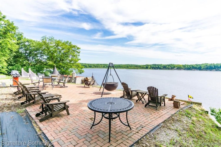 14625 EDGEWATER DR, Gregory, MI 48137