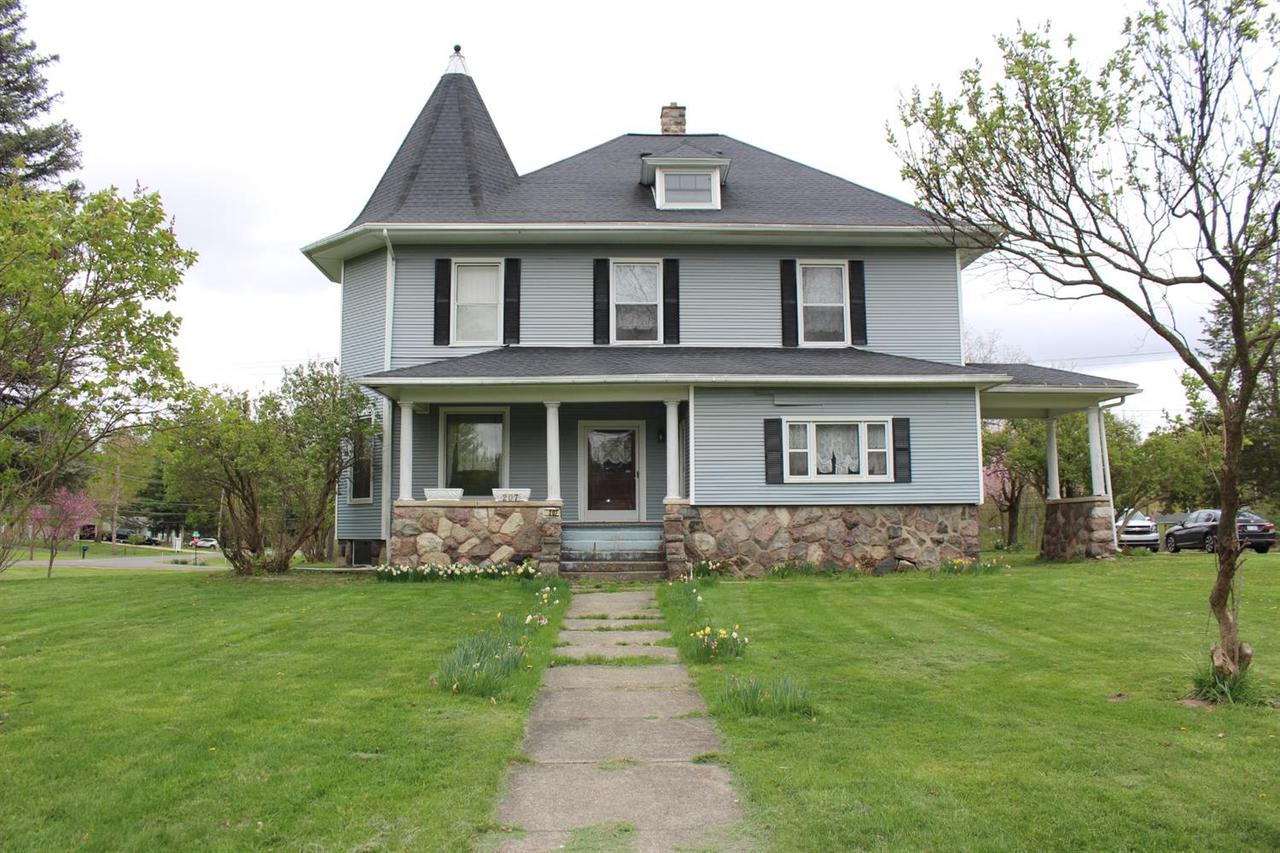 207 ROBINSON RD, Jackson, MI 49203