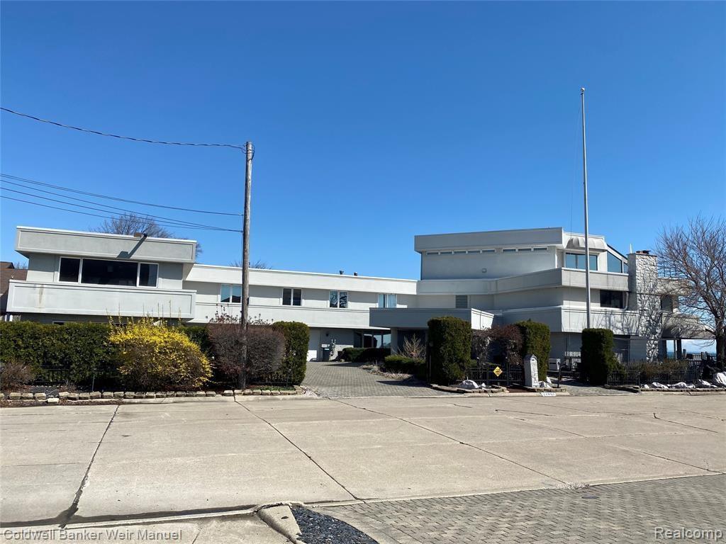 22801 WORTHINGTON CRT, Saint Clair Shores, MI 48081