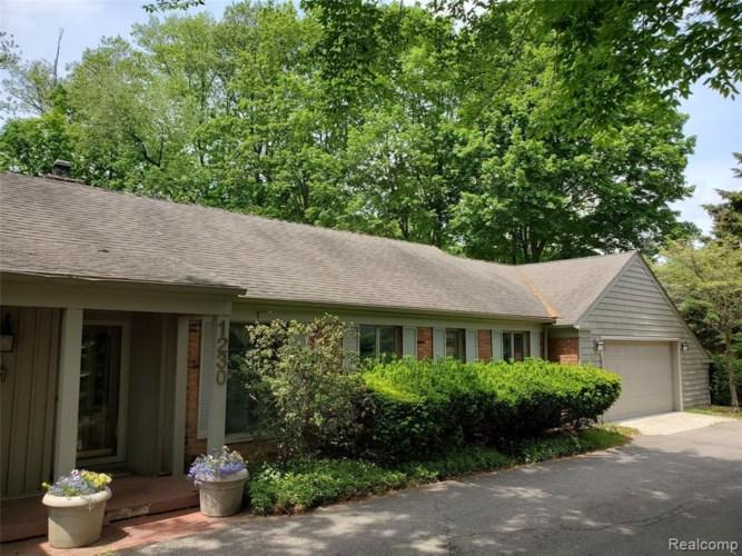 1230 FOX CHASE RD, Bloomfield Hills, MI 48301