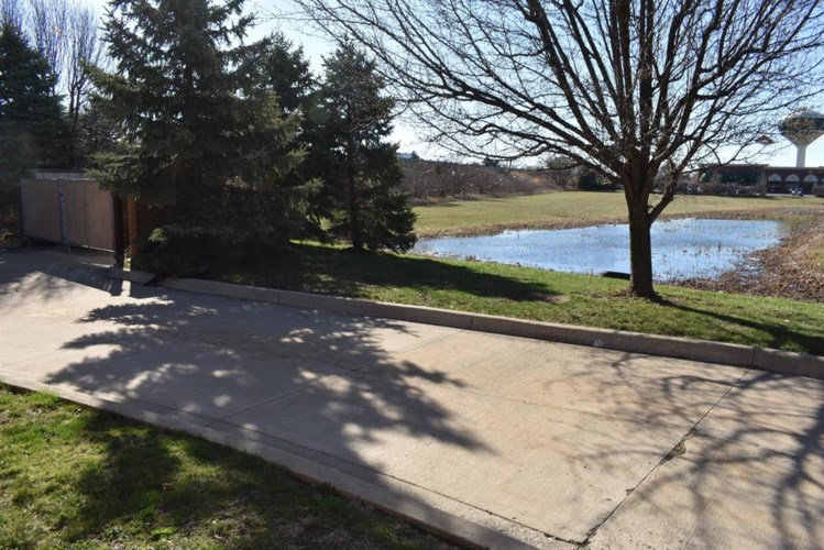 107 WATERSTRADT COMMERCE DR, Dundee, MI 48131