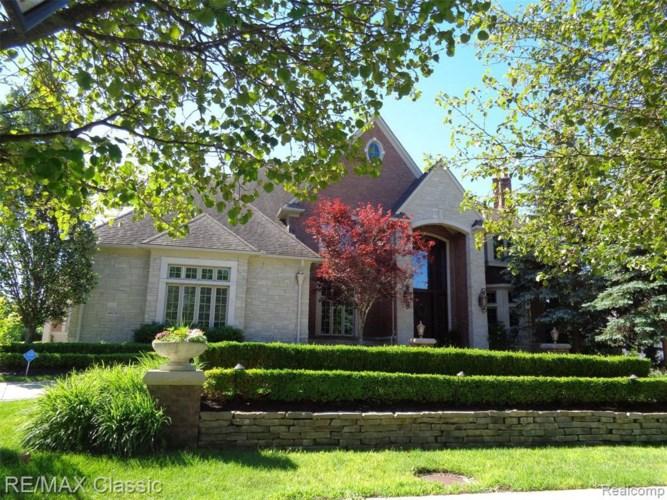 4600 OAKHURST RIDGE RD, Clarkston, MI 48348