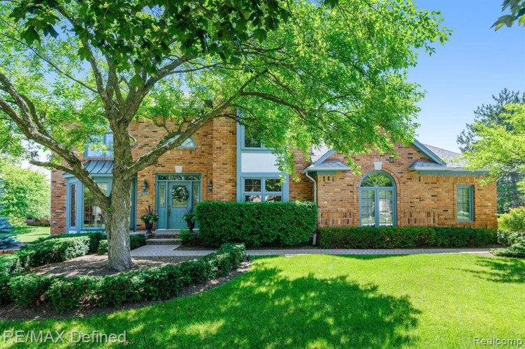 1131 COUNTRY DR, Troy, MI 48098